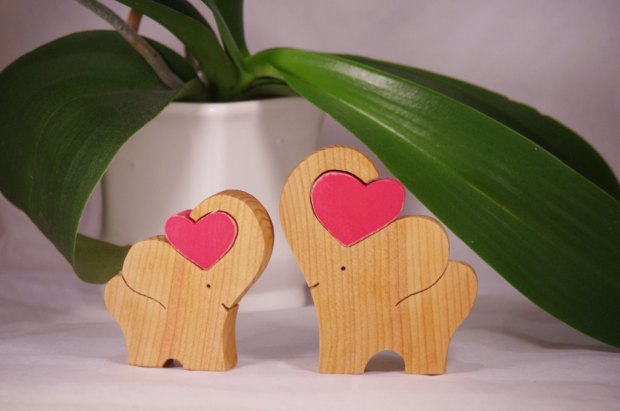 2 Wooden Elephant with heart